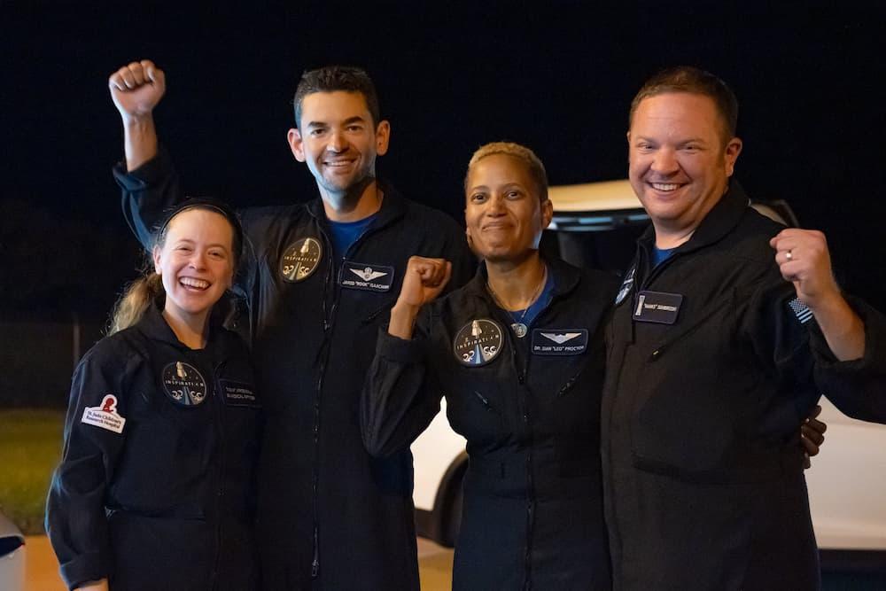 La tripulación a su vuelta del espacio. De izquierda a derecha Arecenaux, Isaacman, Proctor y Sembroski – Inspiration4