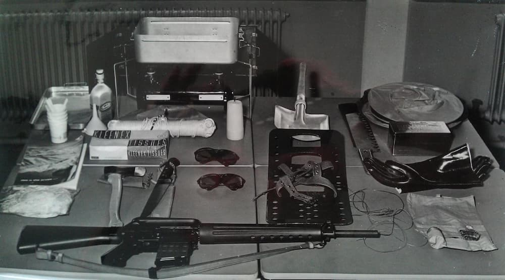 El kit de supervivencia polar, AR-10 incluido – KLM