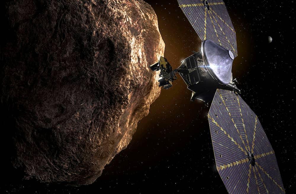 Impresión artística de Lucy sobrevolando un asteroide troyano – Southwest Research Institute