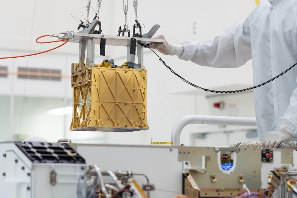 MOXIE durante su instalación en Perseverance – NASA/JPL-Caltech
