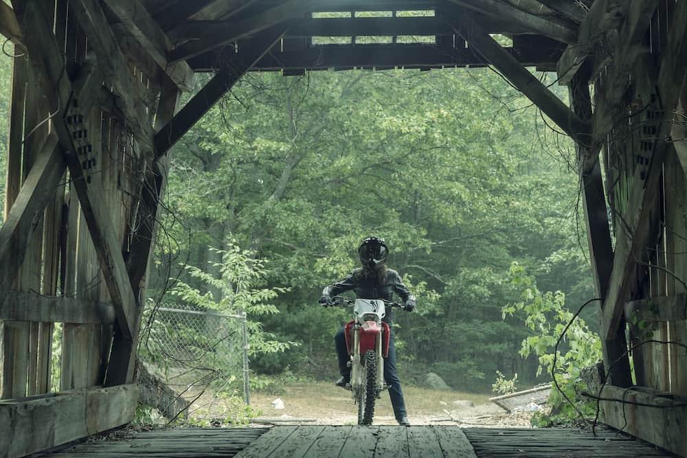 Vic, su moto, y su puente