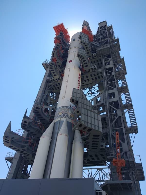 Nauka en su cohete en la plataforma de lanzamiento – Roscosmos