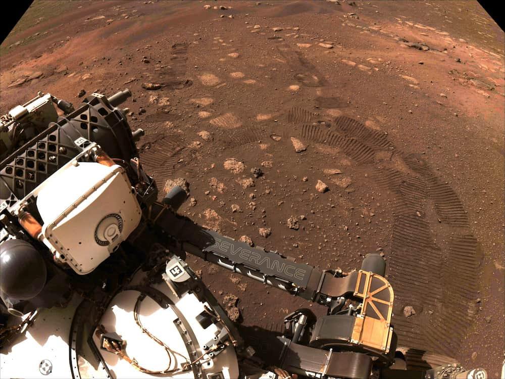 Primeras huellas de Perseverance sobre Marte – NASA/JPL-Caltech