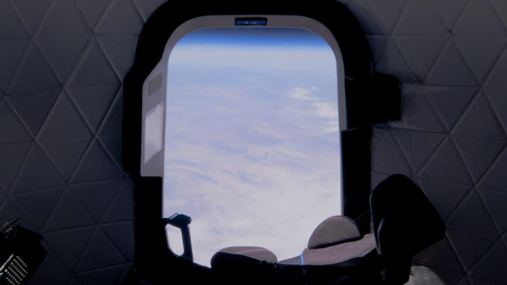 Vistas a través de la ventana de la RSS First Step en uno de sus vuelos de prueba – Blue Origin