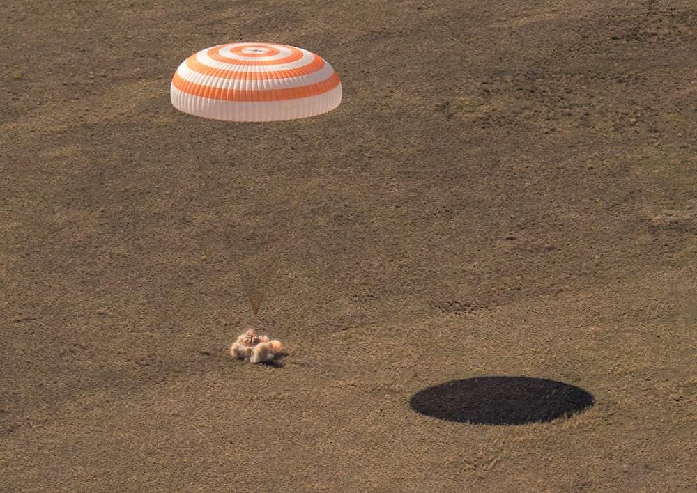 Aterrizaje de la Soyuz MS-17 – NASA/Bill Ingalls