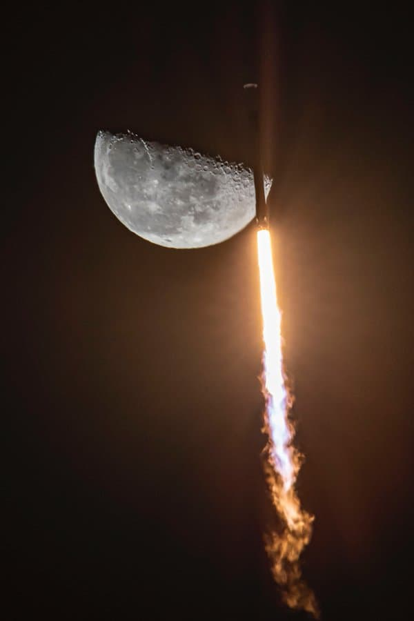 Un Falcon 9 y la Luna – SpaceX