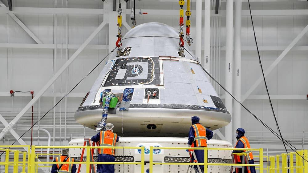 Ensamblado de la Starliner para el segundo vuelo de prueba y su módulo de servicio – Boeing/John Proferes