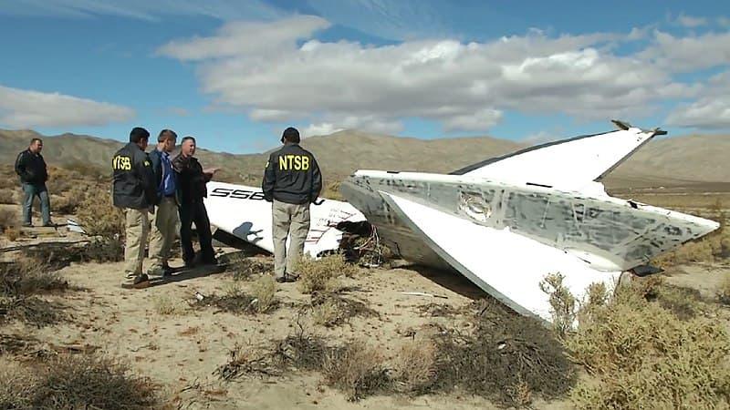 Personal de la NTSB inspecciona los restos del Enterprise tras el accidente – NTSB
