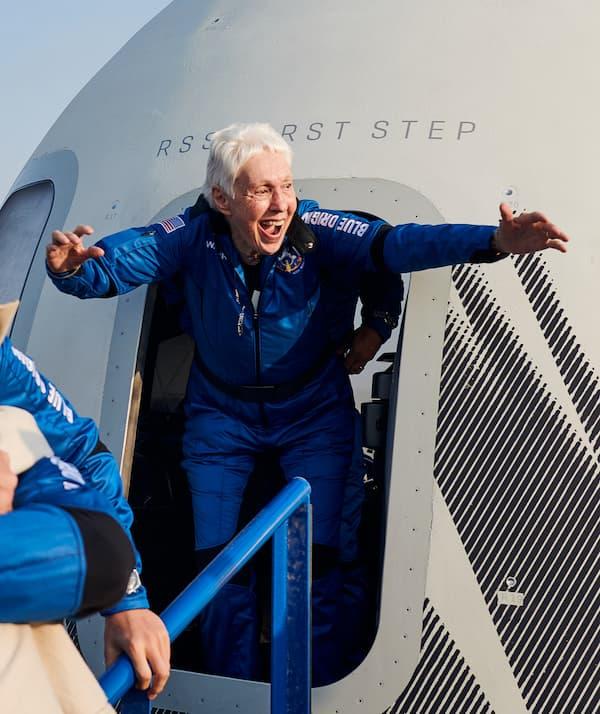 Wally Funk después de su vuelo al espacio – Blue Origin