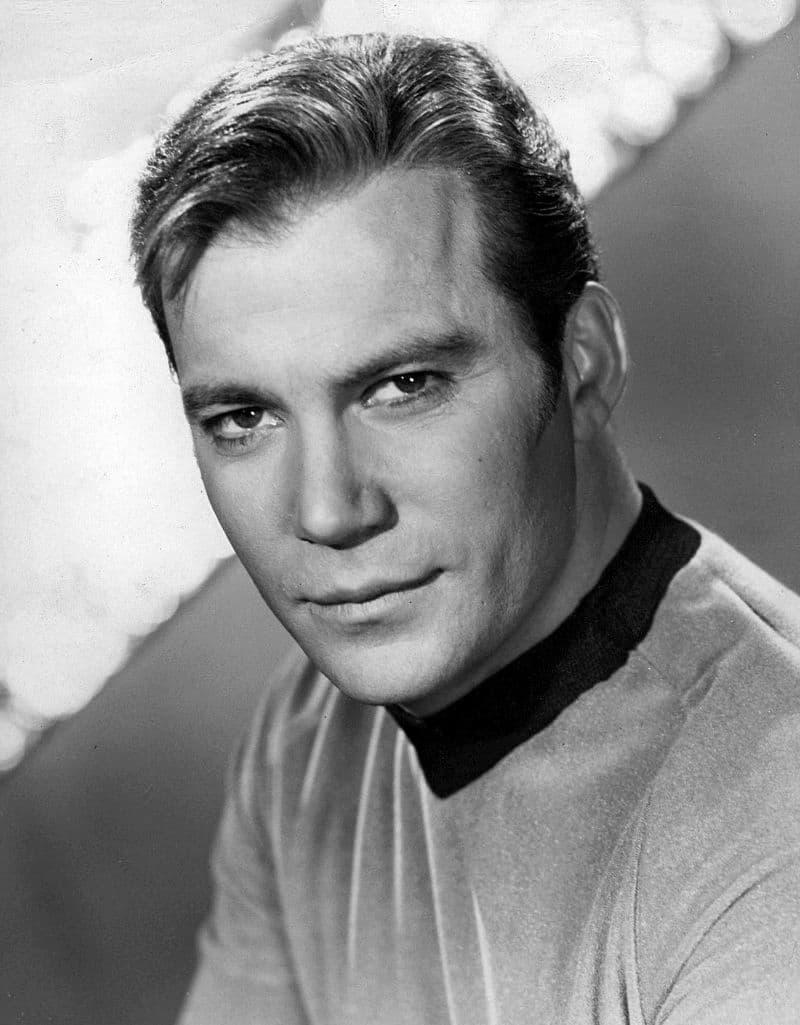 William Shatner caracterizado como el capitán Kirk