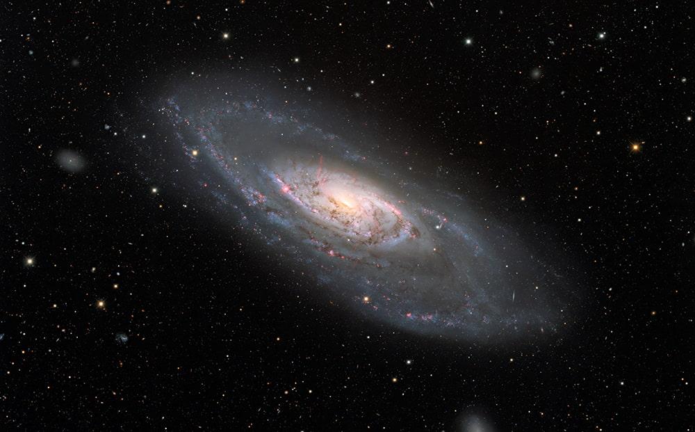 Galaxia espiral Messier 106 / KPNO/NOIRLab/NSF/AURA