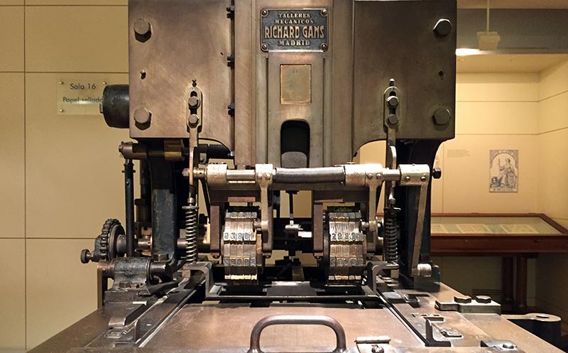Máquina para numerar billetes de lotería / (CC)-by Alvy