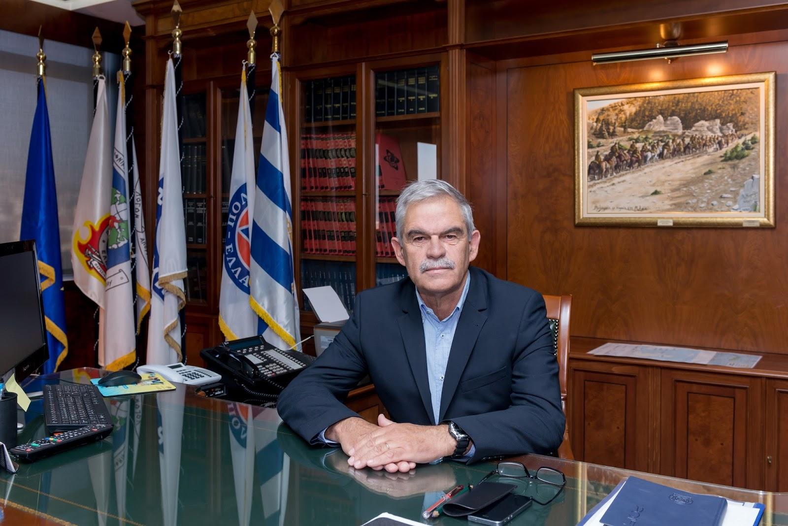 El Ministrio del Interior griego mostrando orgulloso su password y contraseña en un post-it