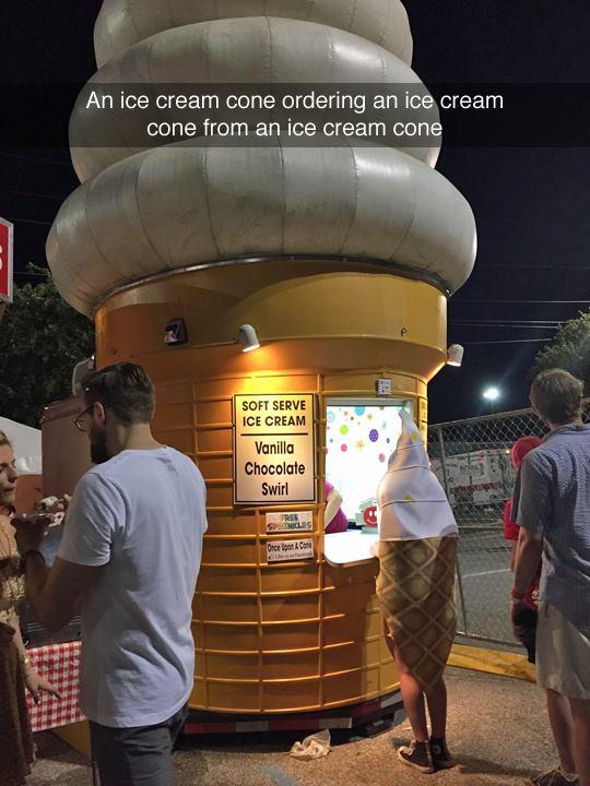 WTF helado triple autorreferencia