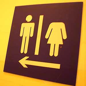 No está claro dónde pueden ir al baño las mujeres con cabeza... (C) Pastababe